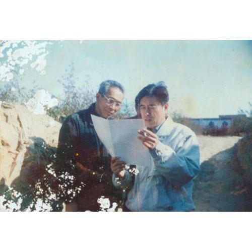 2003年春,省农科院甘薯室主任张松树与协会会长刘山林研讨甘薯良种