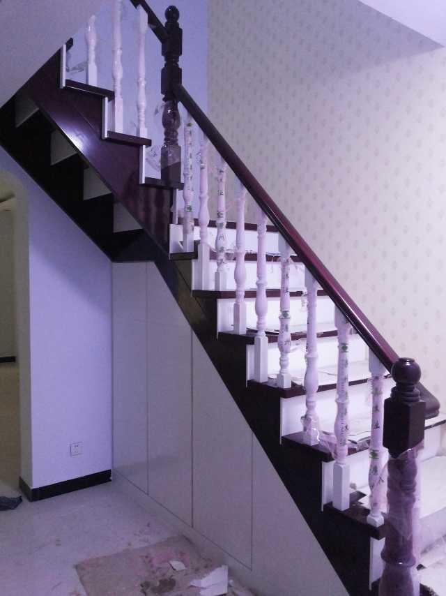 主营产品:楼梯,实木楼梯,旋转楼梯,楼梯加工,楼梯生产厂,楼