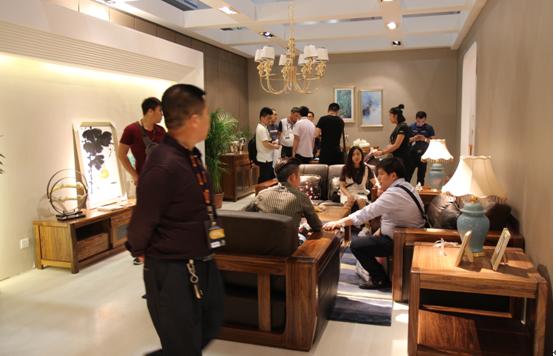 金丝胡桃木是王宫贵族制作家具的重要用材