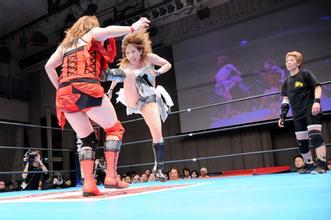 烈性摔跤女主角是谁