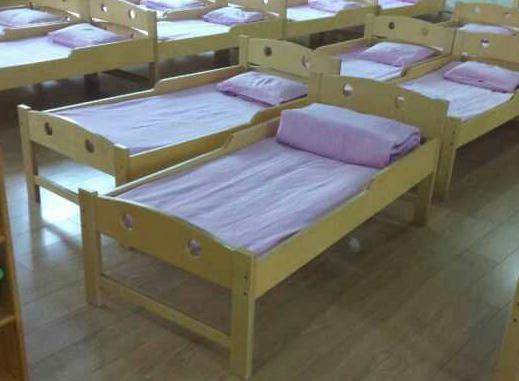 木制幼儿床