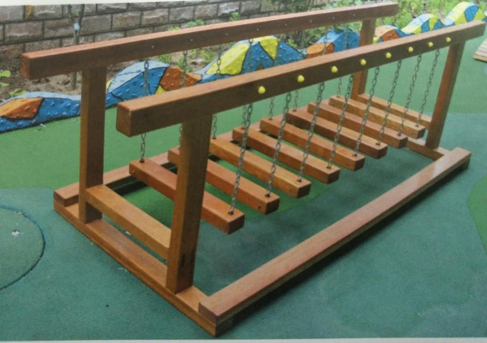 井陉幼儿园木制荡桥